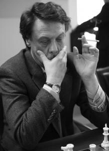 Борщевский курит электронную сигарету