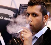 Курение электронной сигареты в общественном месте
